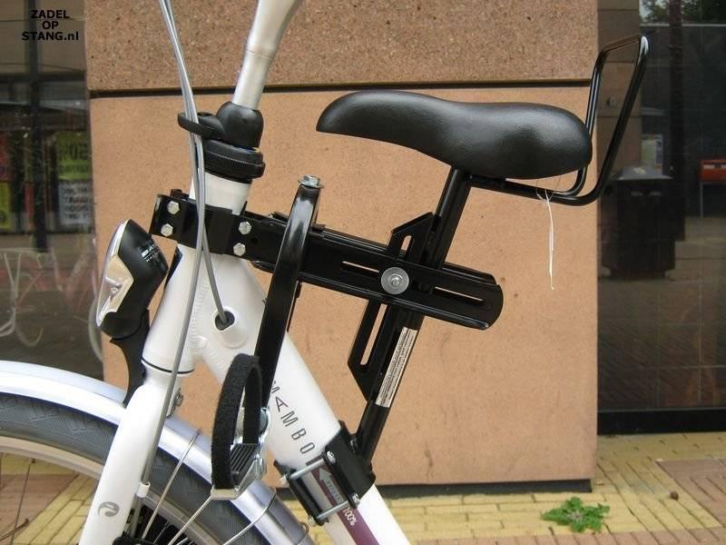 Een extra zadel op het frame van de fiets