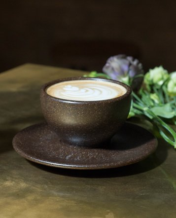 "Eight Cappuccino cups with saucers ""coffee grounds"""