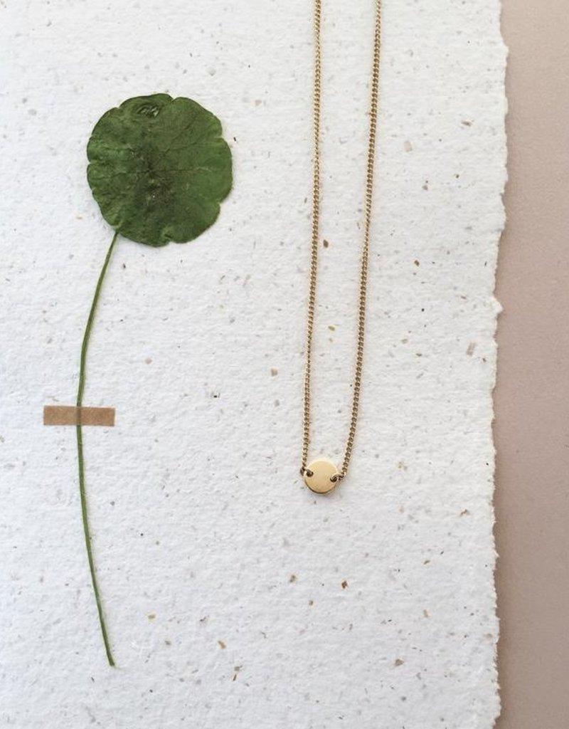 Essyello Circle Necklace Gold