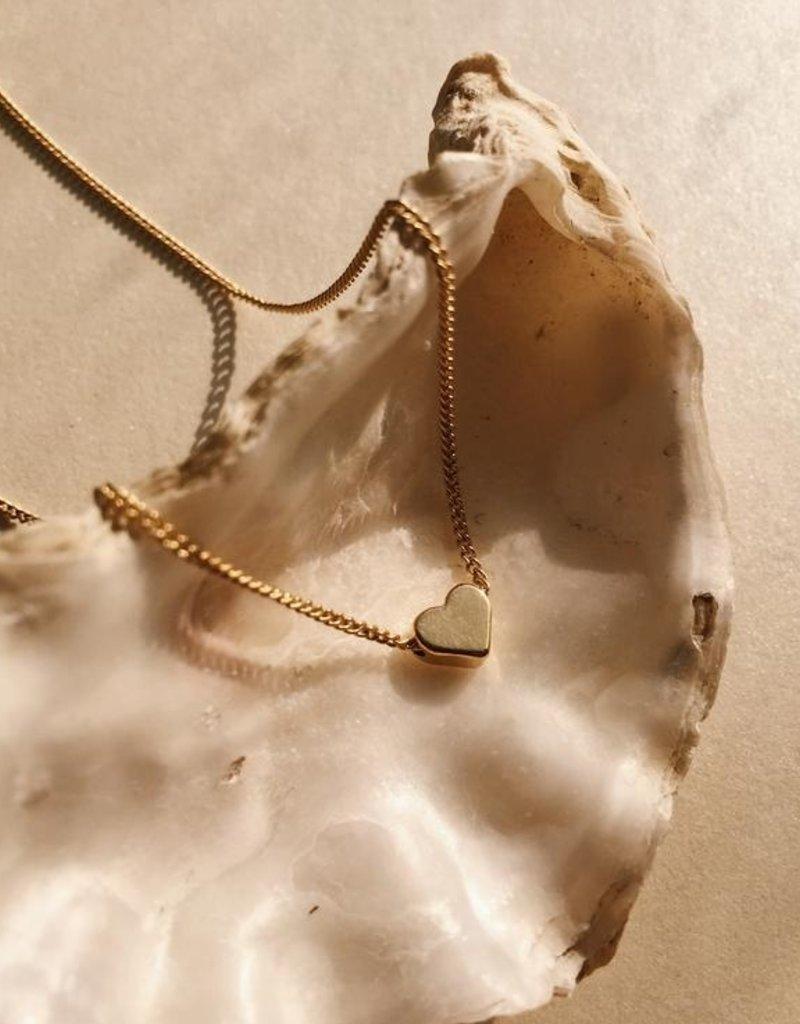 Essyello Heart Necklace Gold