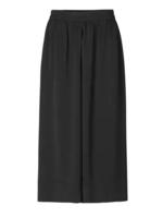 Second Female Minga new trousers