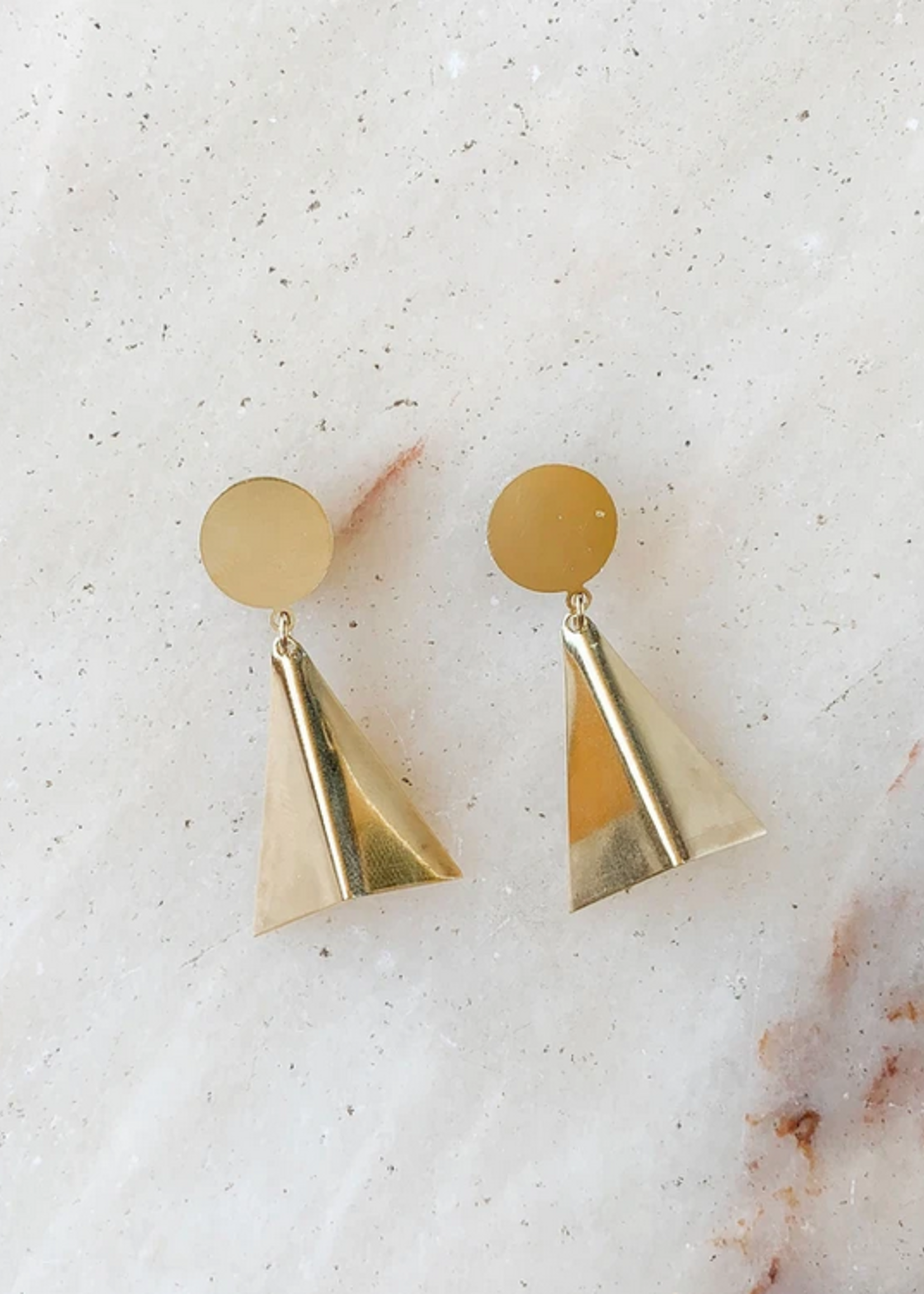 Essyello 3D triangle earring