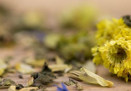 Biologische Kruiden en bloemen ( tisane)