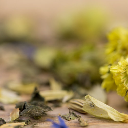 Losse en bloemen en vruchtenthee
