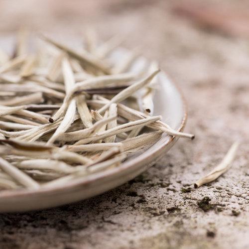 Witte thee Bai Hao Yin Zhen Silverneedle Biologisch | losse thee kopen