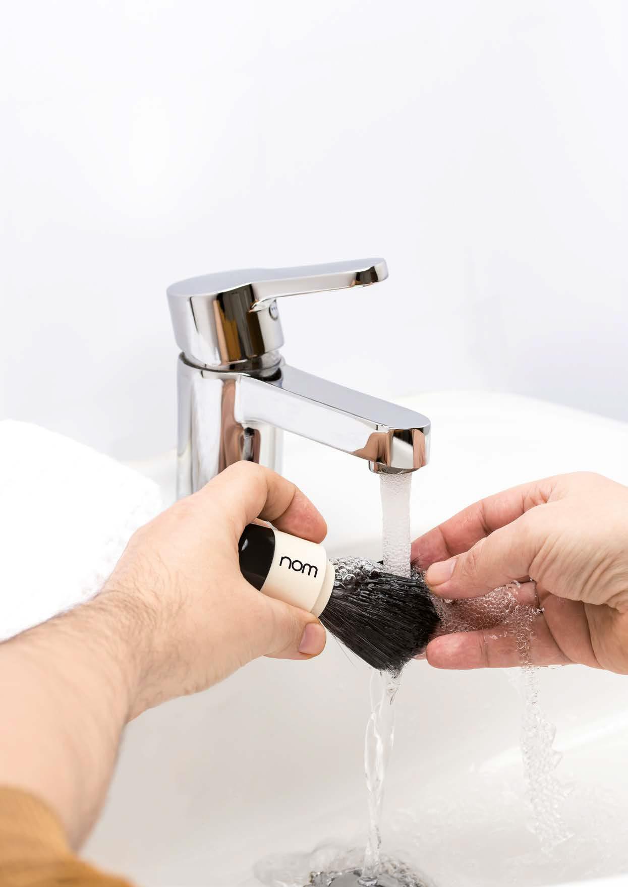 nom scheerkwast schoonmaken