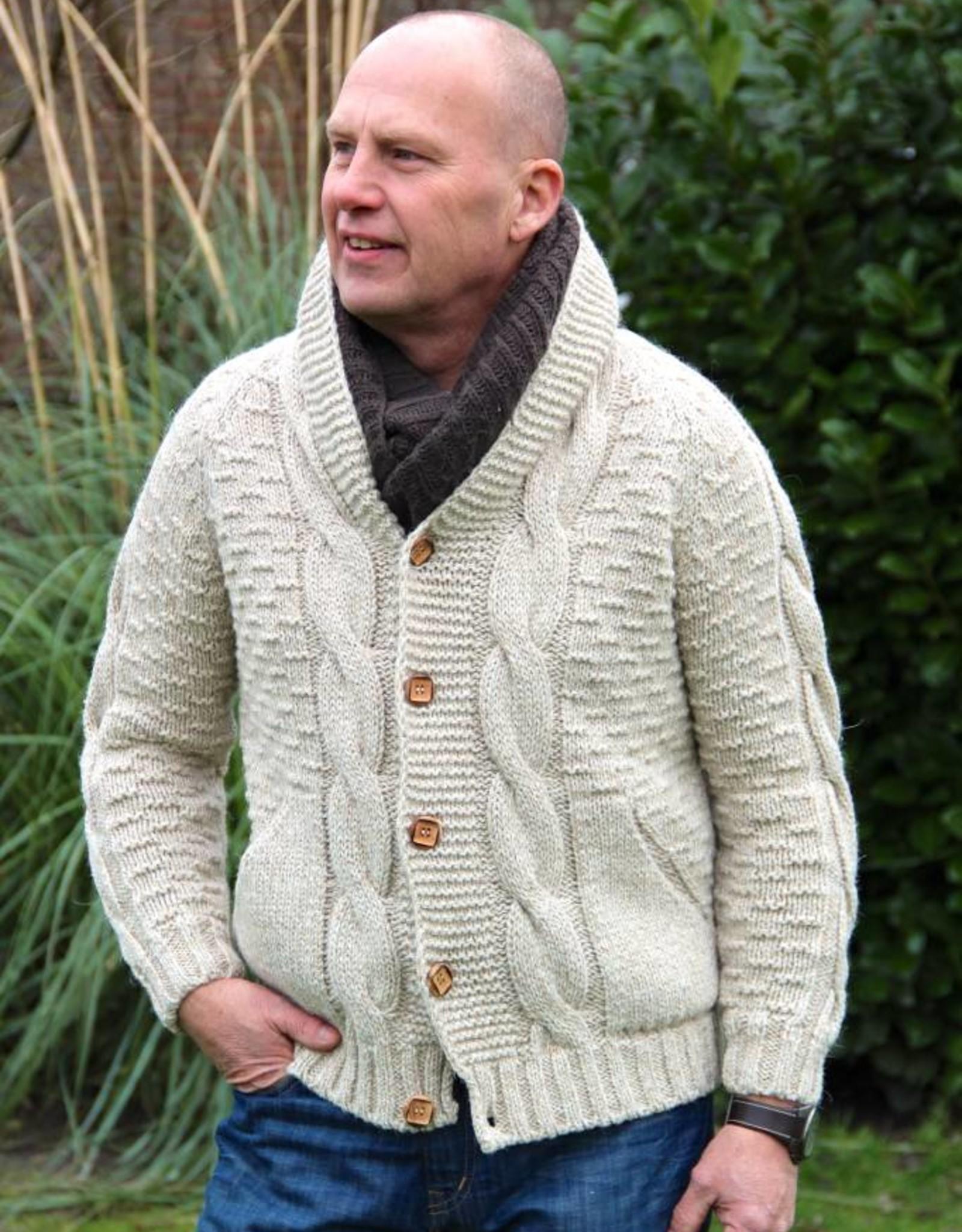 """""""Orada"""" Wollen vest met kabels en houten knopen in beige."""