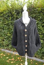 """""""Machico"""" wollen vest met grote kabels en knoop sluiting in grijs."""