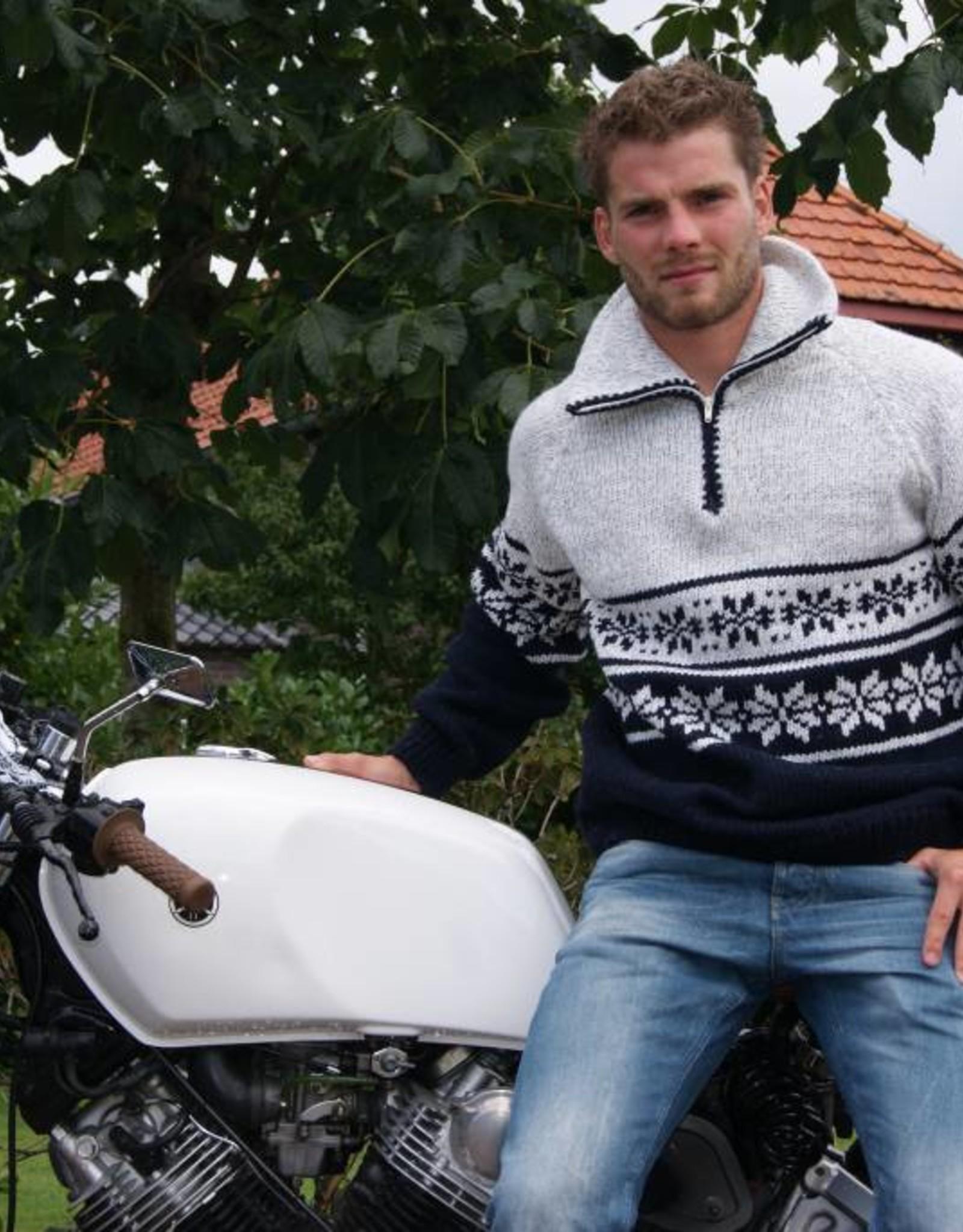"""""""Lixa"""" Wollen gebreide trui met klassiek Noors patroon met dubbel gebreide kraag en rits."""