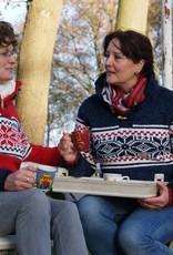 """Cerva"" gebreide trui met klassiek Noors patroon in rood, jeansblauw en wit ."