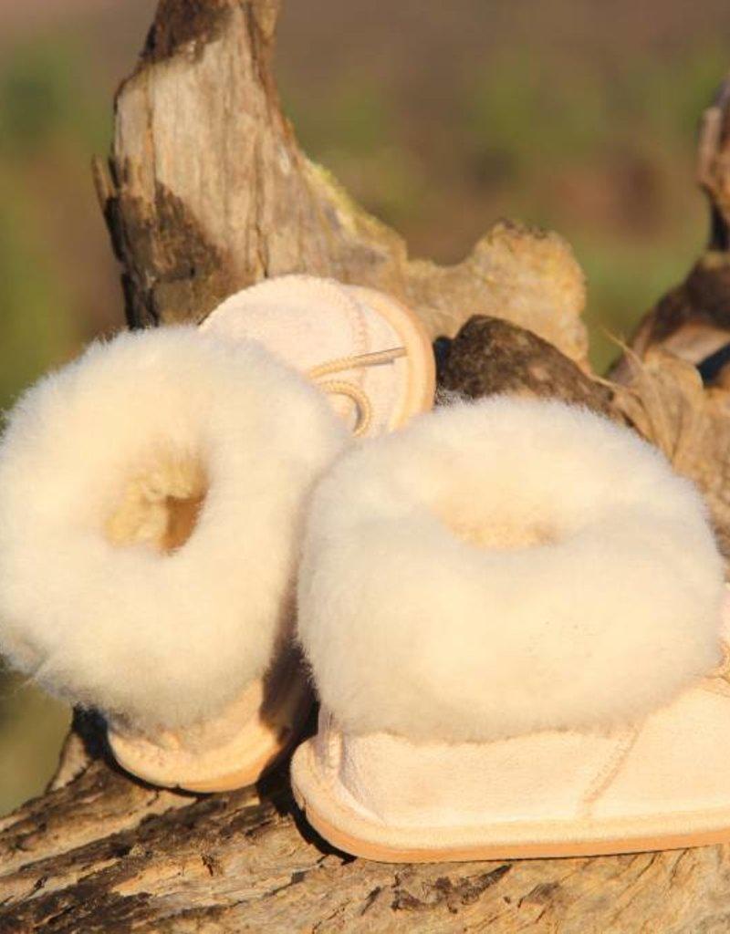 Wollen babyslofjes van lamsvacht, een 100% natuurlijk product.