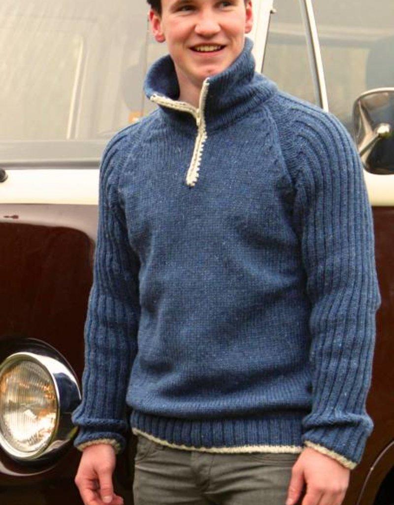 """Corucha"" gebreide trui met dubbele kraag en rits in jeans-blauw."