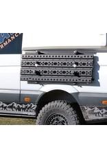 GTV-VAN Système rabattable pour la fixation latérale des plaques des désensablage sur Mercedes Sprinter et autres.
