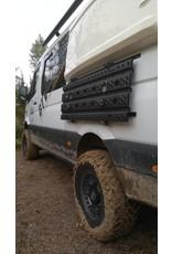 GTV-VAN Herunterklappbares System zur seitlichen Befestigung von Sandblechen am Mercedes Sprinter und anderen.