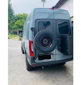 VW Crafter II / MAN TGE - Porte roue sur porte arrière gauche (porte à 180°)
