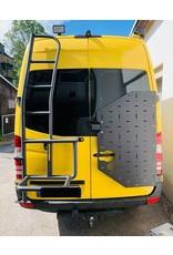 VW Crafter II (2017+) & MAN TGE - OVE Backpacker - Universalhaltemodul für die Hecktür rechts (180° Tür)