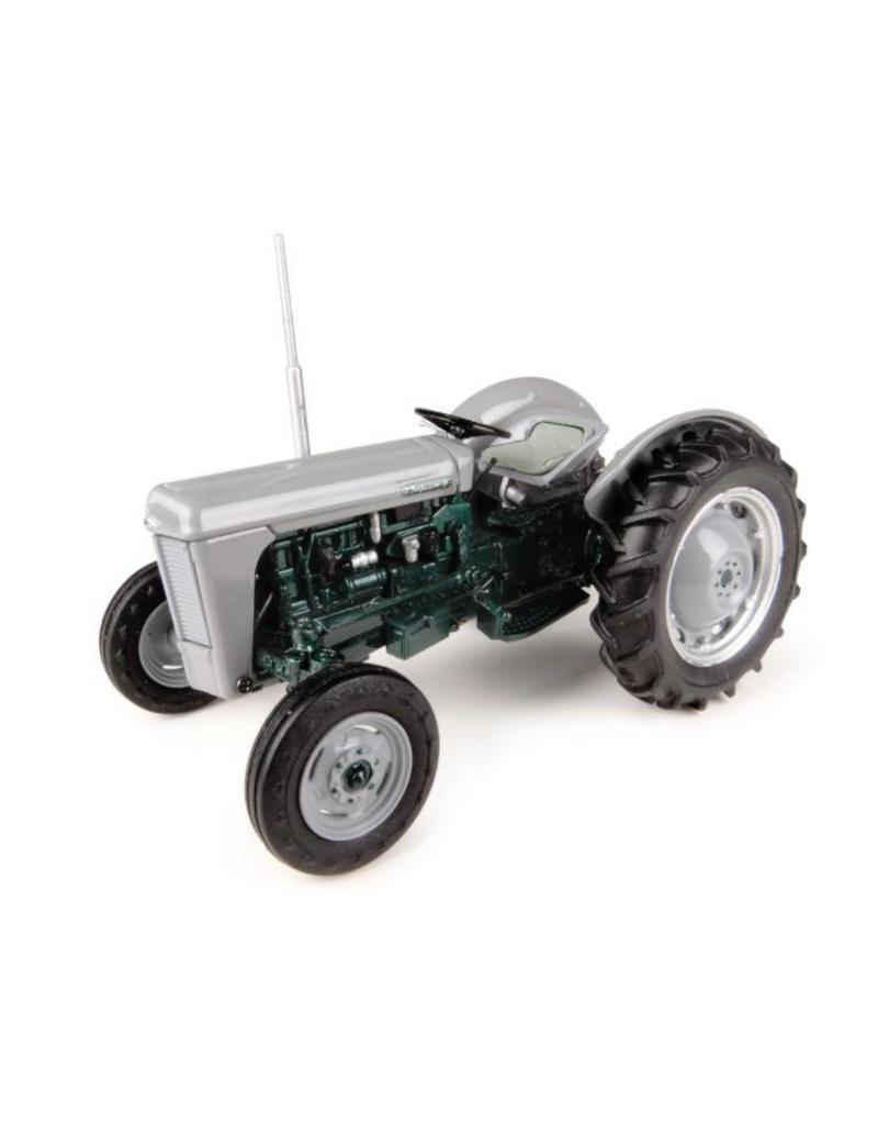 "Universal Hobbies Universal Hobbies 4988 - Ferguson TO 35 ""Launch Edition"" (1954) 1:32"
