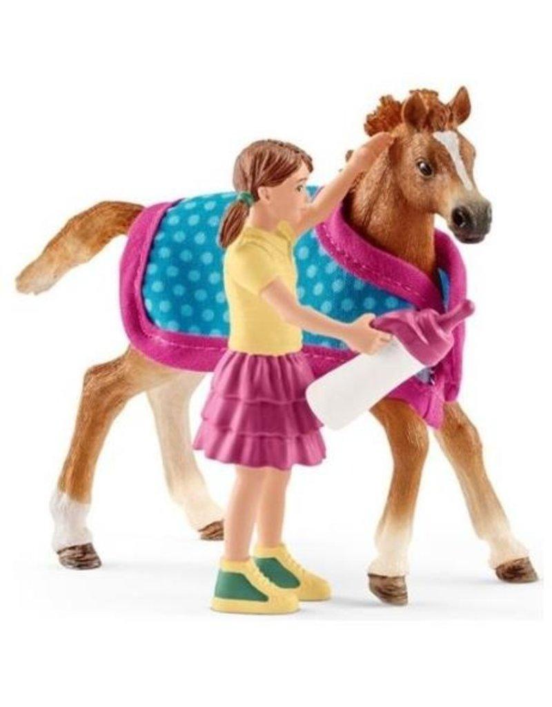 Schleich Schleich Horses 42361 - Veulen met deken & Meisje met drinkfles