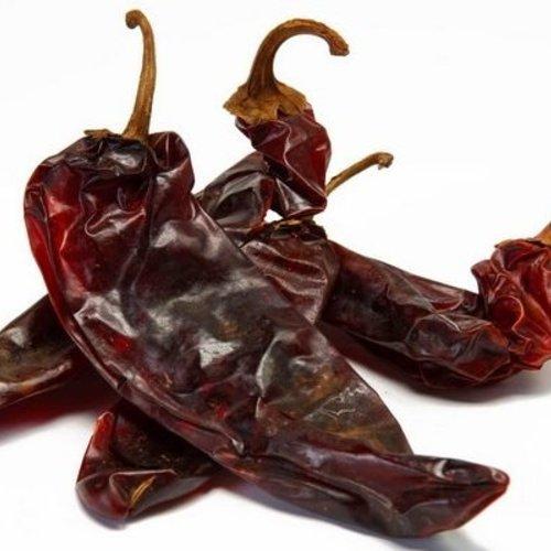 Verse en gedroogde Mexicaanse pepers