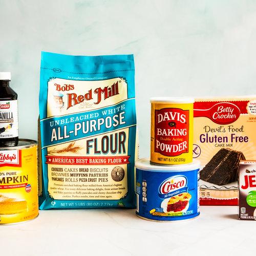 Amerikaanse bakmixen en ingredienten voor taart, muffins en fluffy pannenkoeken.