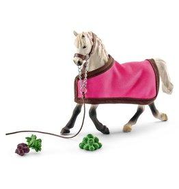 Schleich Schleich Horses 41447 - Arabische merrie met deken