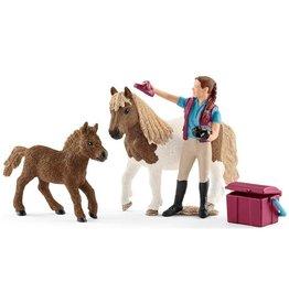 Schleich Schleich Horses 42362 - Paardenverzorgster met Shetland Pony
