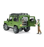 Bruder Bruder 2587 - Land Rover Defender Station Wagon met boswachter en hond