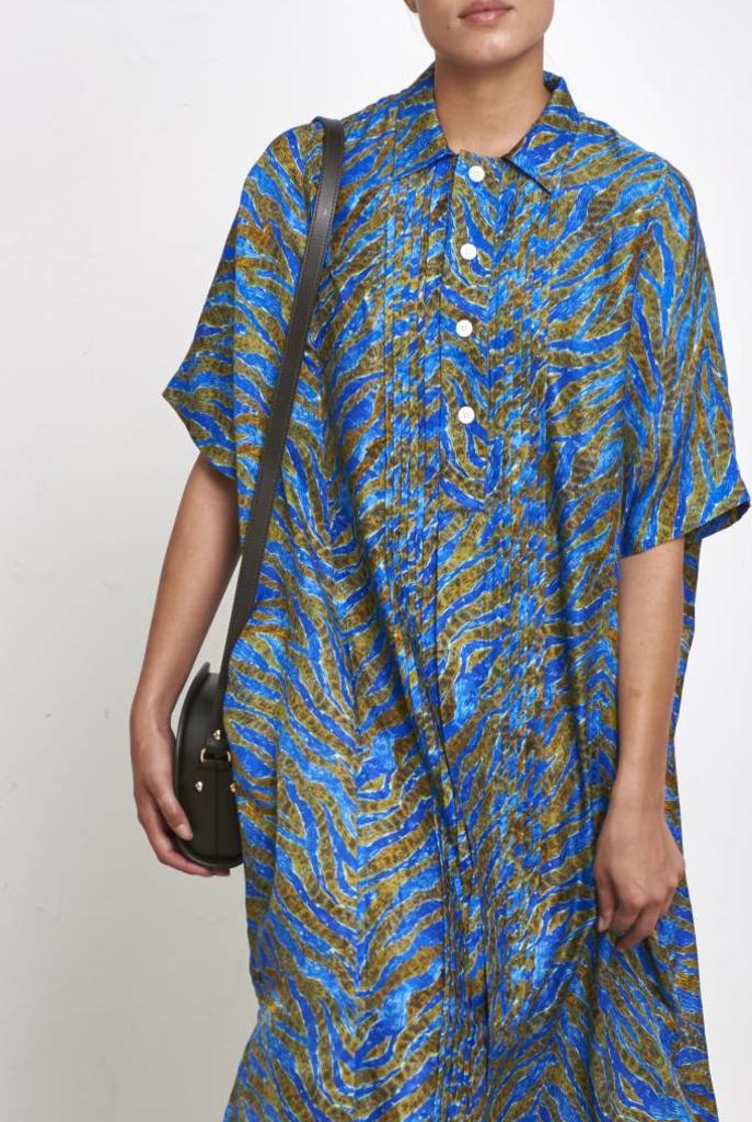 Tuck dress blue print