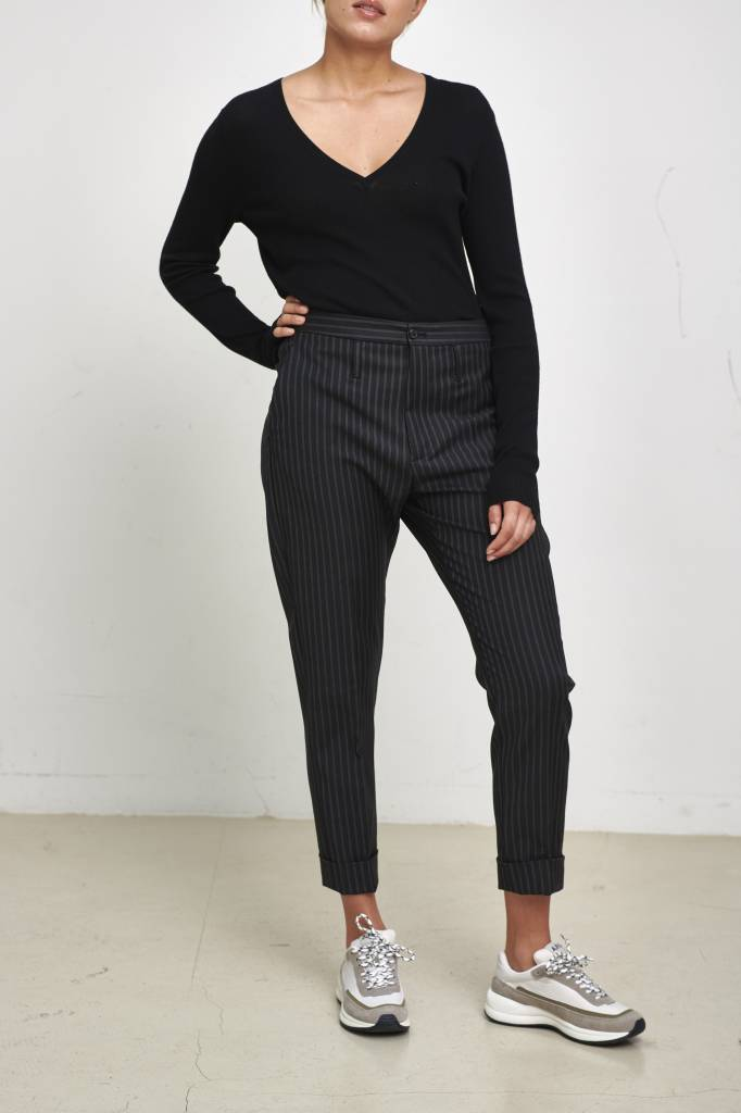 Fancy V pullover black