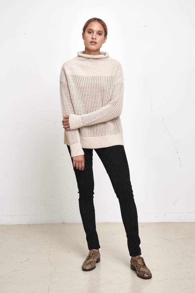 Pomandère big turtleneck sweater beige