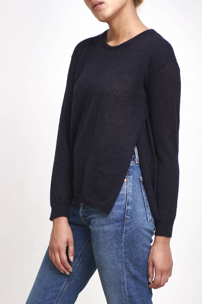 Pomandère fine sweater with button dark blue