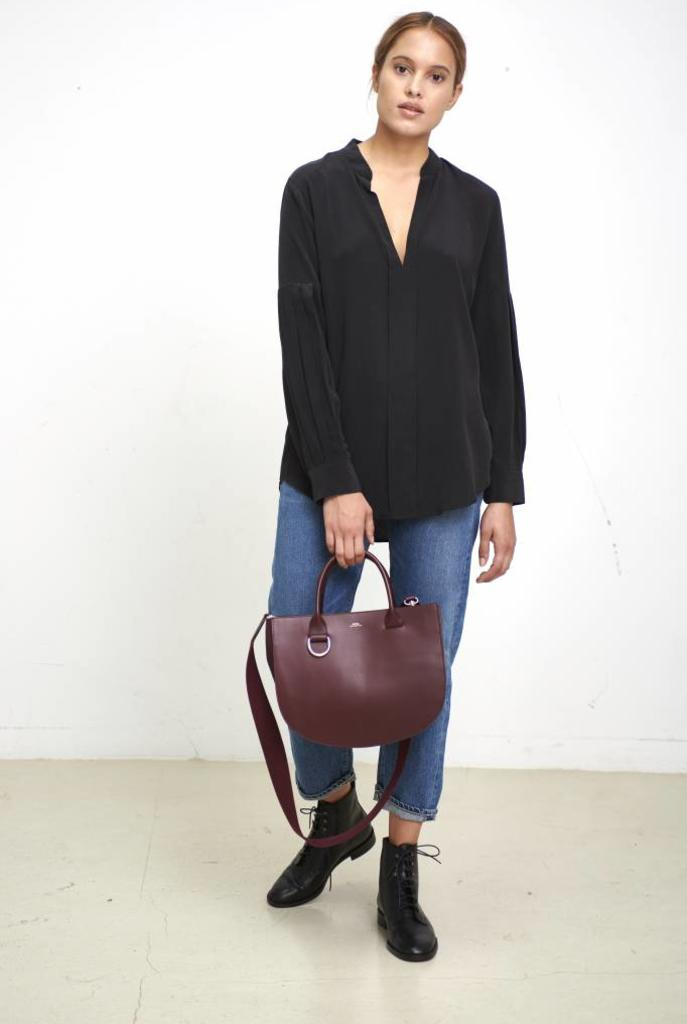 Estella blouse true black