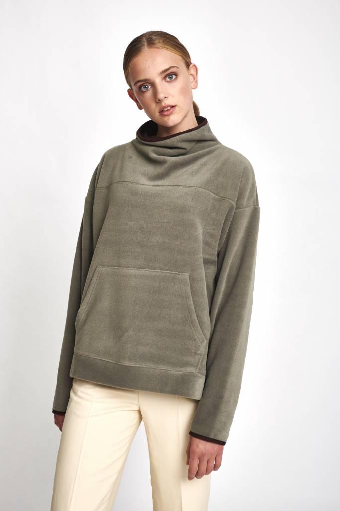 Turtleneck kangaroo sweater khaki fleece