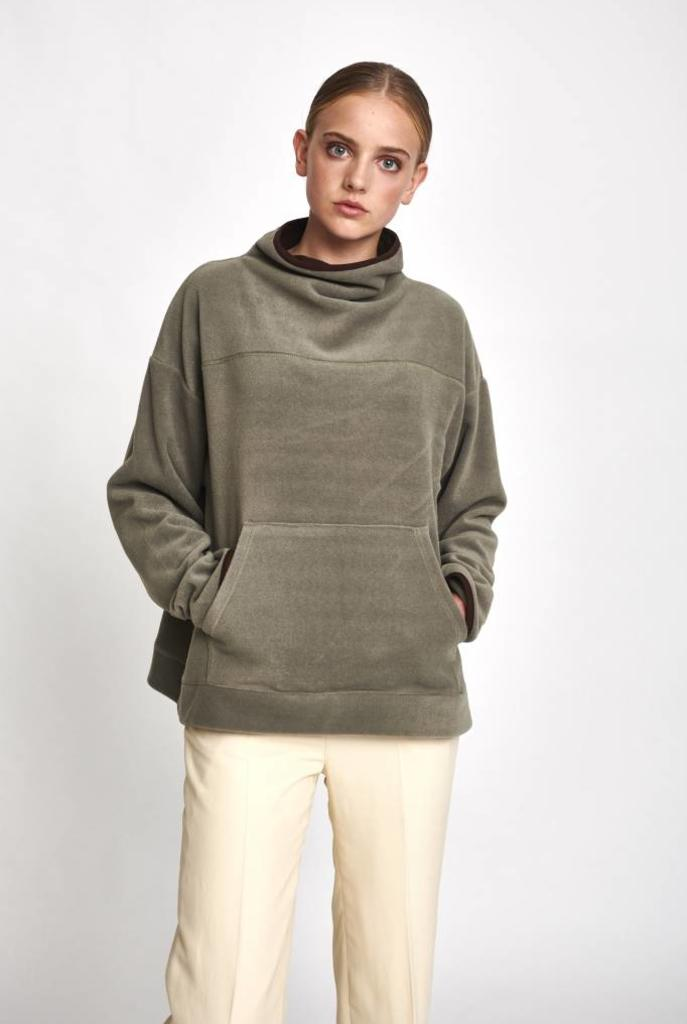 Turtleneck kangaroo sweater khaki fleece