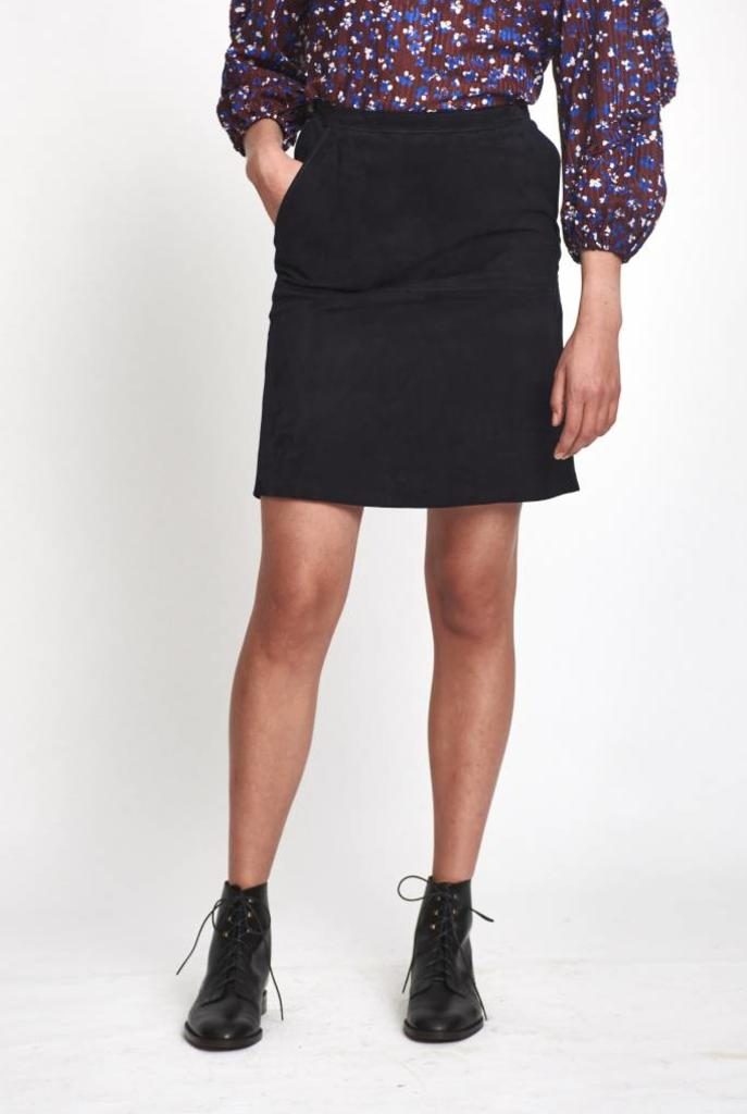 Victoire skirt navy suede