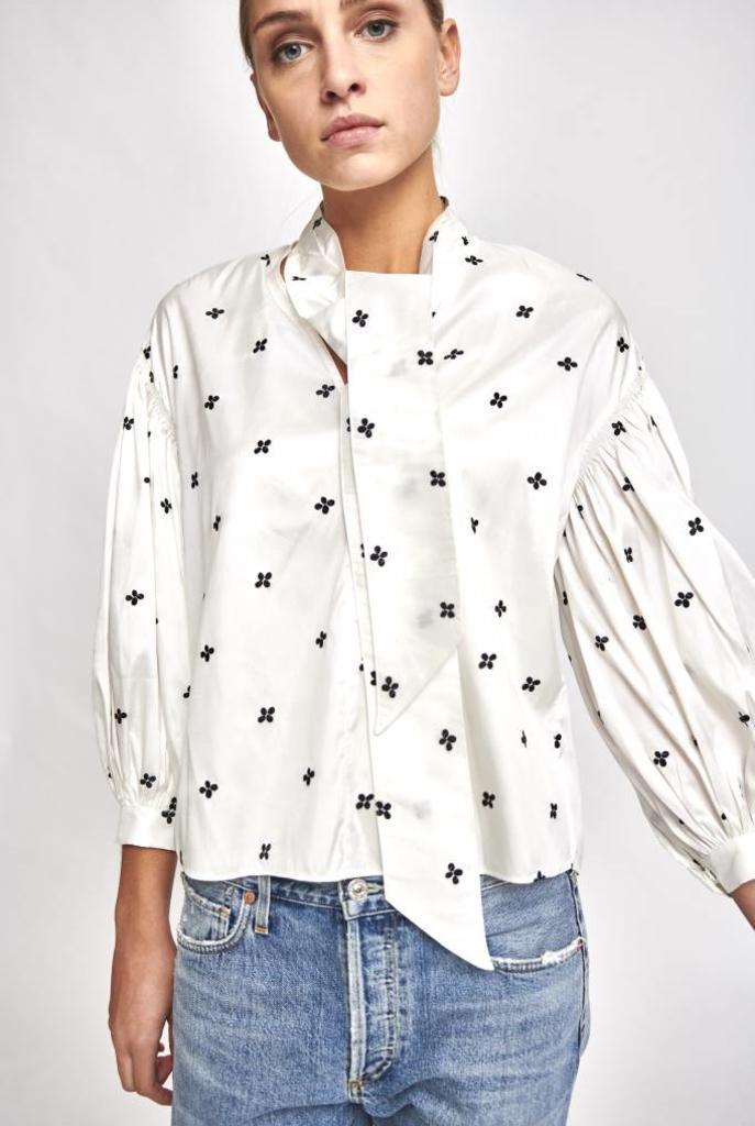 Dorsa blouse white navy flower