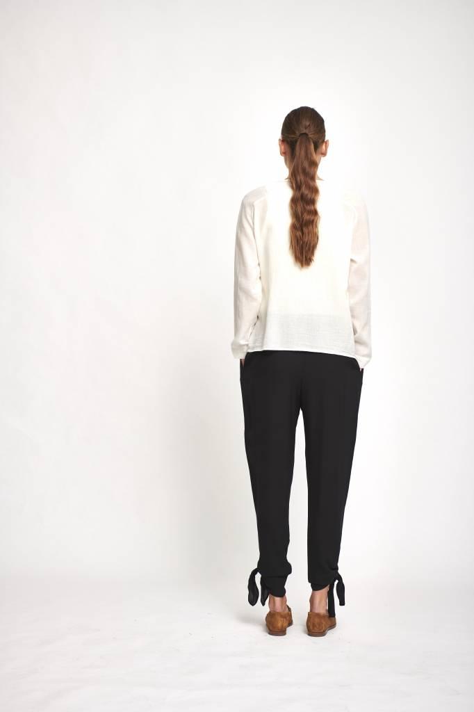 blouse creme one button