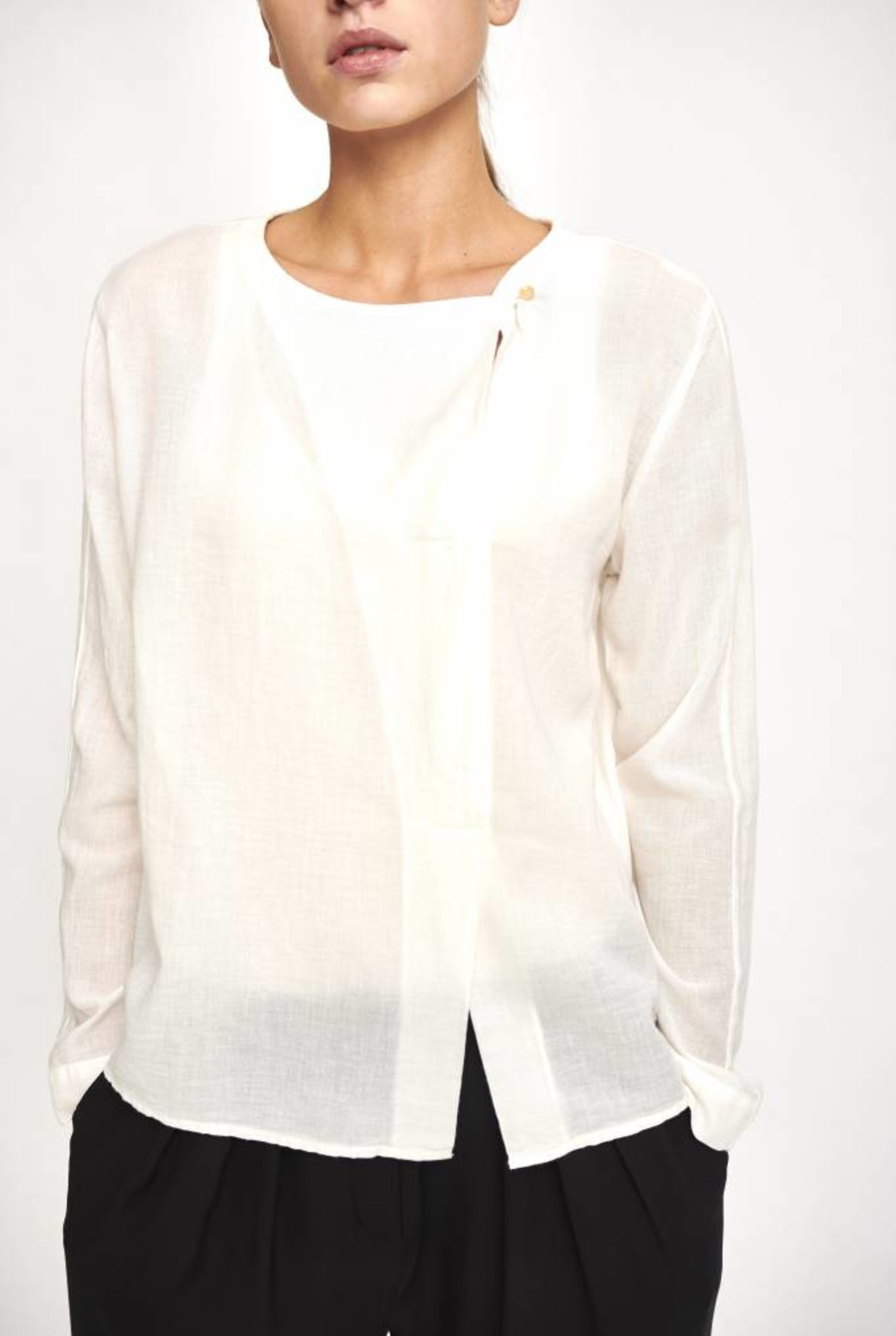 blouse creme one button