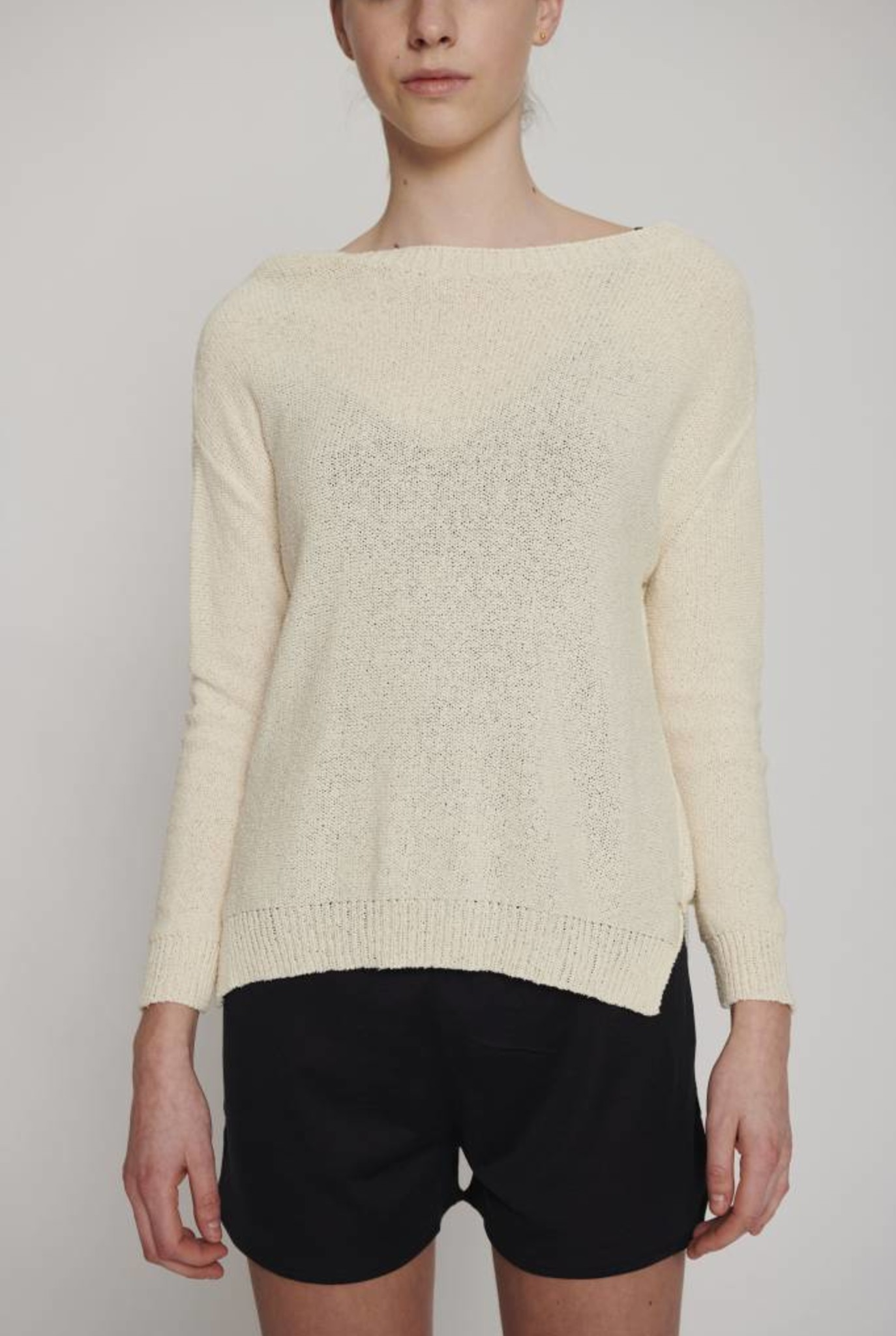 crocheted sweater creme