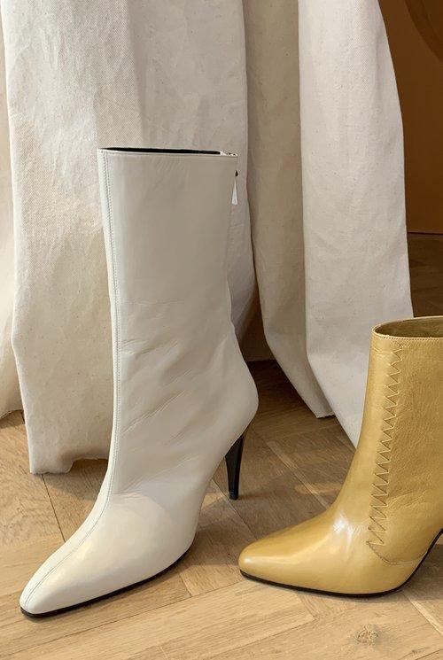 Cole boots cream white