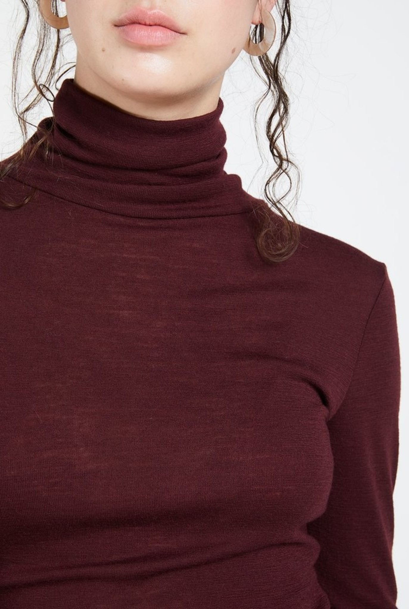 Ribfin roll neck pull wine