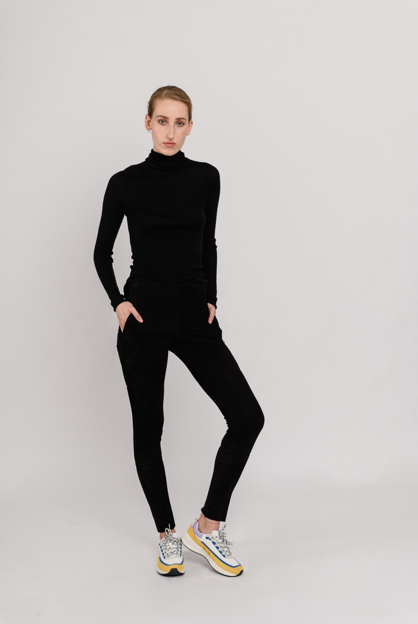 Ribfin roll neck pull black