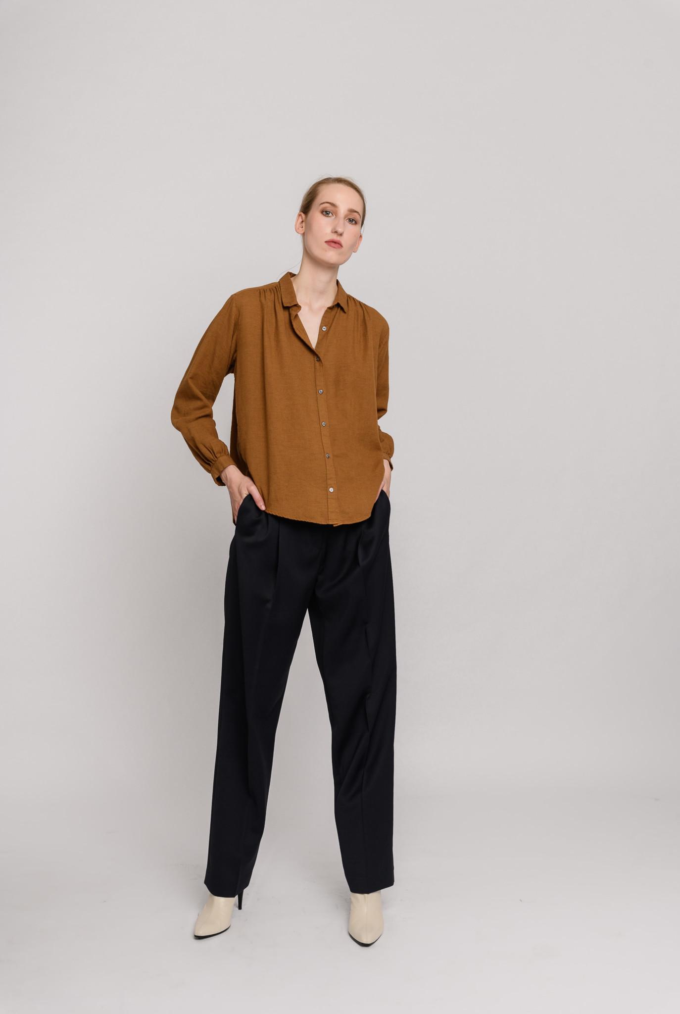 Shoulder pleats straight blouse Camel