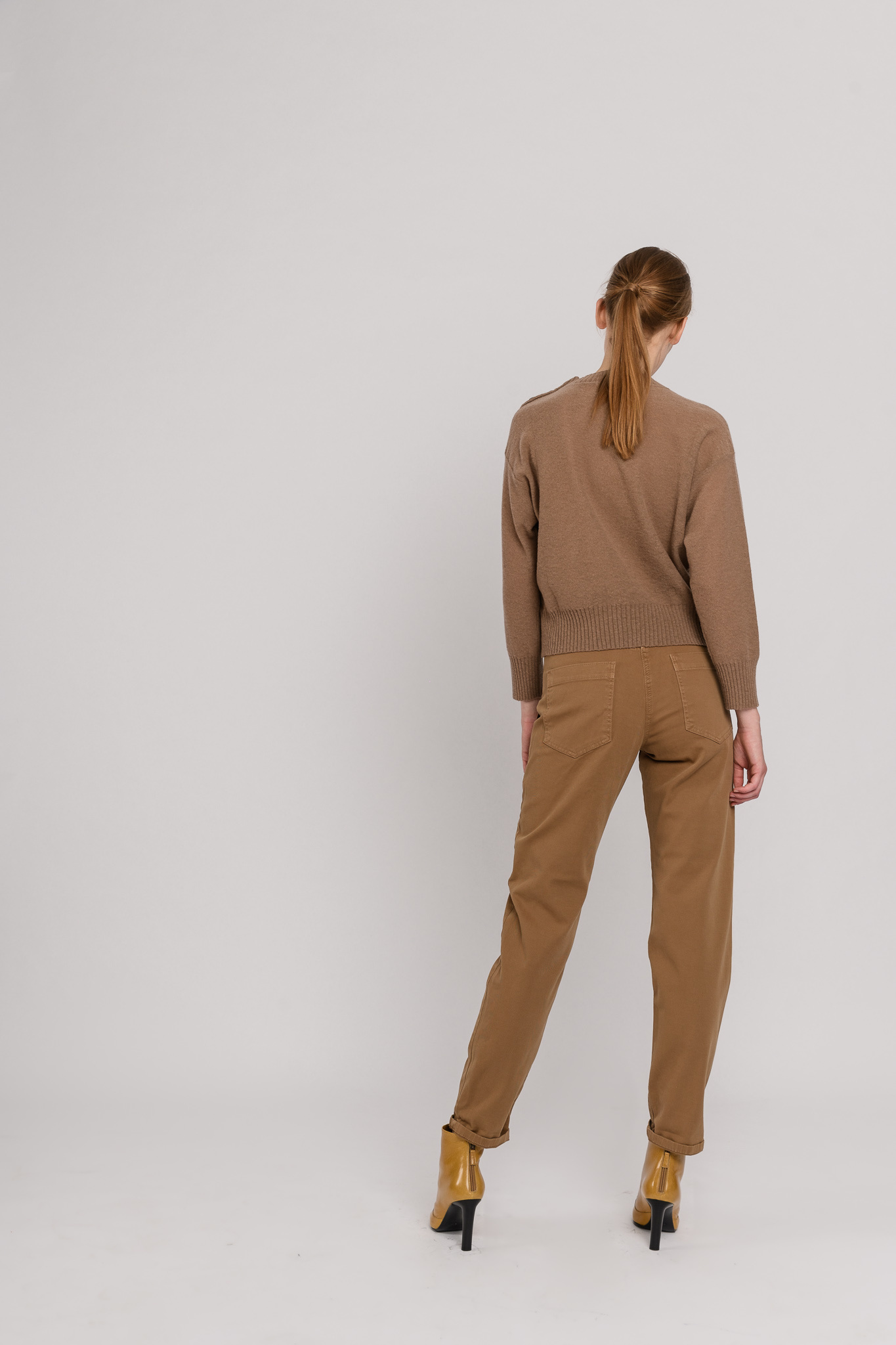 Round neck buttons sweater taupe brown