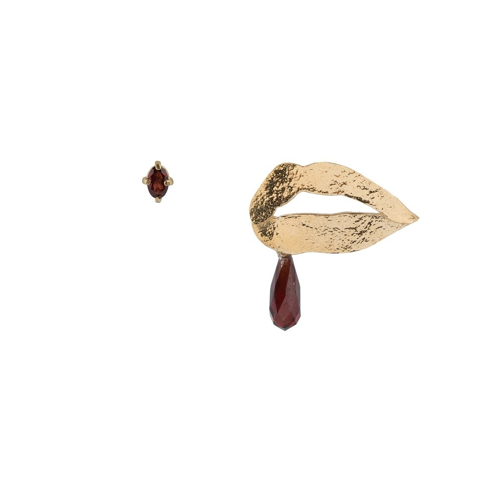 Mixed earrings with lips and garnet Goldplated