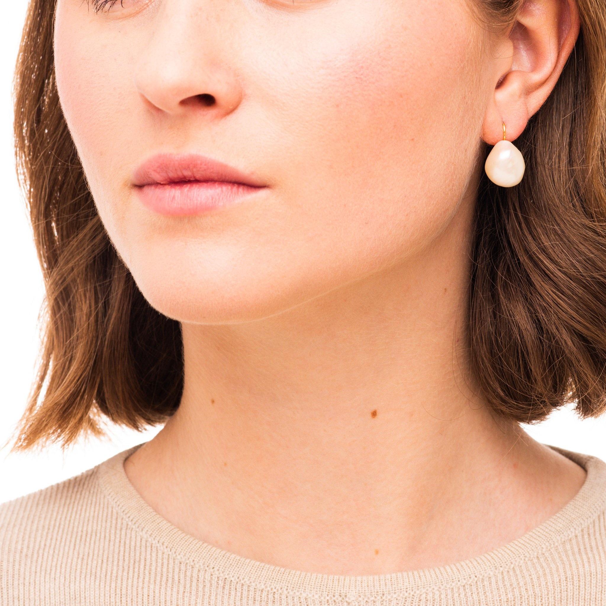 Big freshwater pearl earrings Goldplated