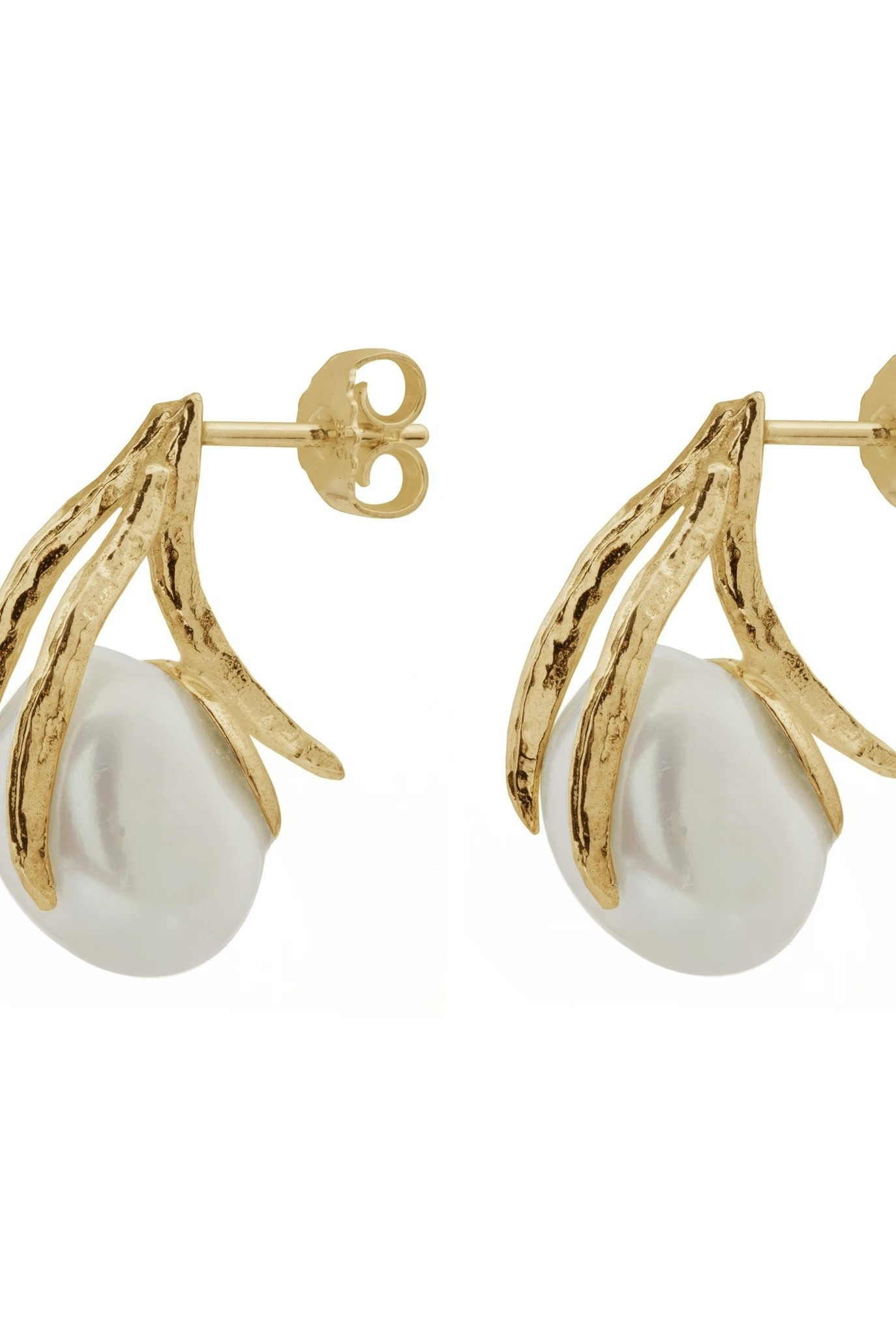Earrings with freshwater pearl and leaves Goldplated