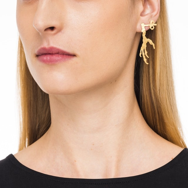 Stud earrings with x and crow's foot