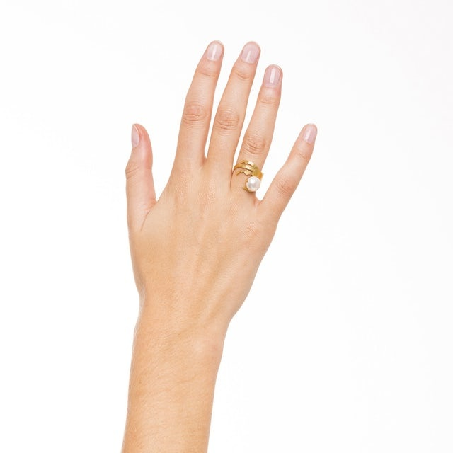 Ring with crow's foot and freshwater pearl gold