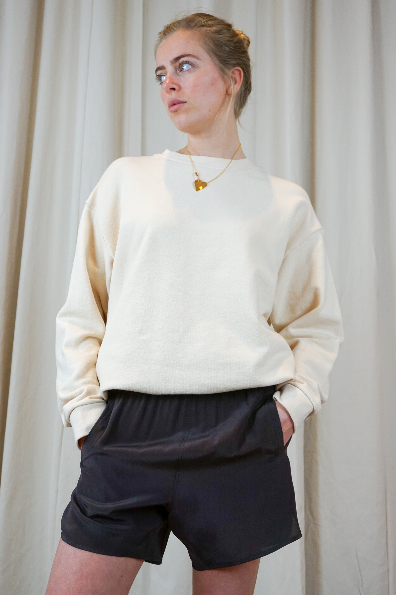 Classic oversized sweater macadamia